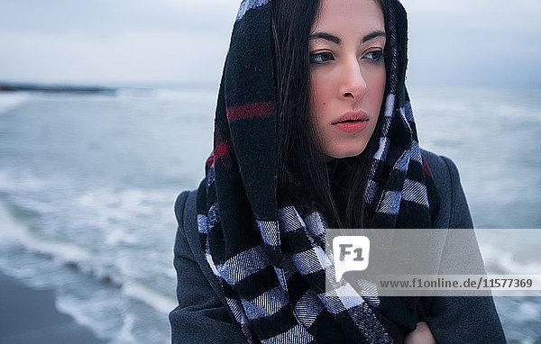 Frau im Winterurlaub  Odessa  Ukraine