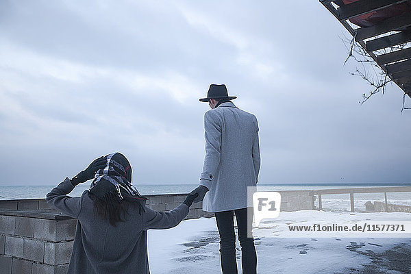 Ehepaar im Winterurlaub  Odessa  Ukraine