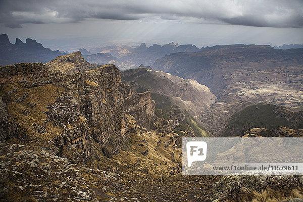 Äthiopien  Überblick über den gesamten Simien Nationalpark vom Rand des Plateaus aus