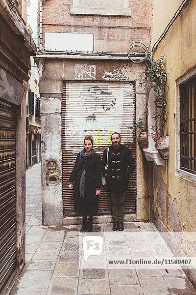 Porträt eines Ehepaares auf der Straße  Venedig  Italien