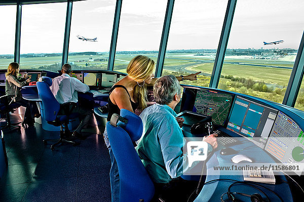 Flughafen-Kontrollturm