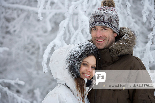 Paar im Schnee. Paar im Schnee.