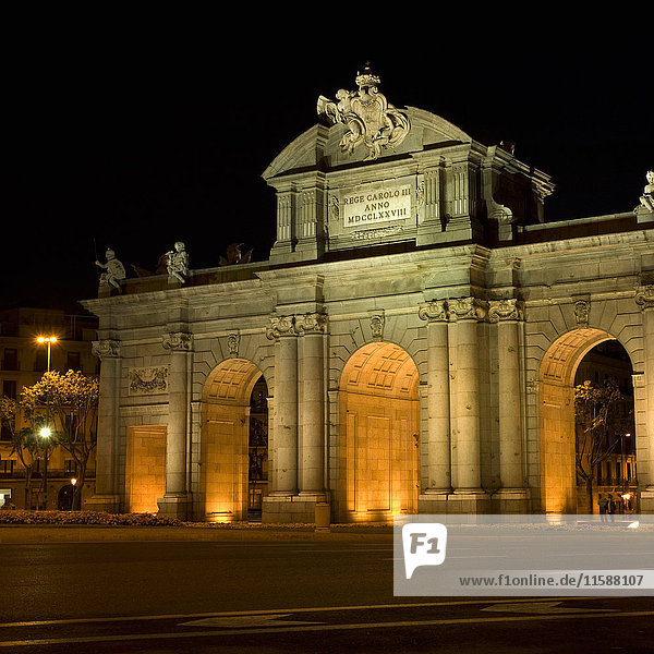Puerta de Alcala bei Nacht