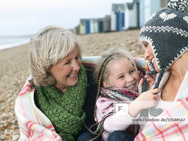 Drei Generationen am Strand