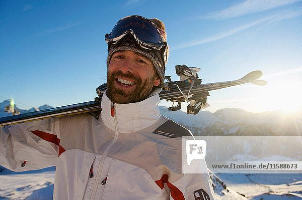 Porträt eines Skifahrers. Porträt eines Skifahrers.