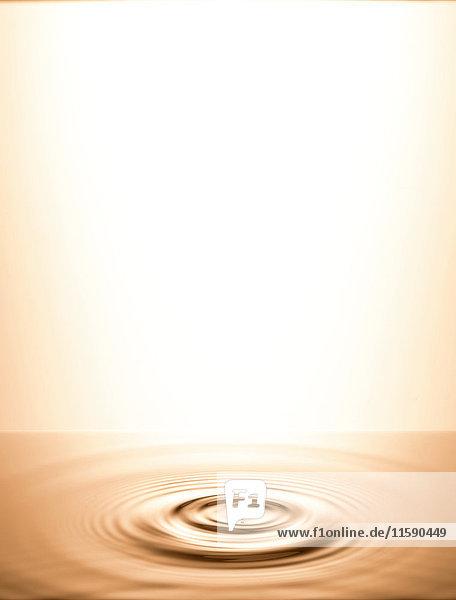 Wasser in kreisförmigen Wellen