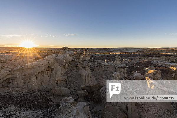 USA  New Mexico  San Juan Basin  Valley of Dreams  Badlands  Ah-shi-sle-pah Wash  sandstone rock formation  hoodoos at dawn