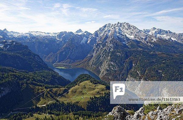 Ausblick vom Jenner auf Königssee und Watzmann  Nationalpark Berchtesgaden  Berchtesgadener Alpen  Berchtesgadener Land  Oberbayern  Bayern  Deutschland  Europa