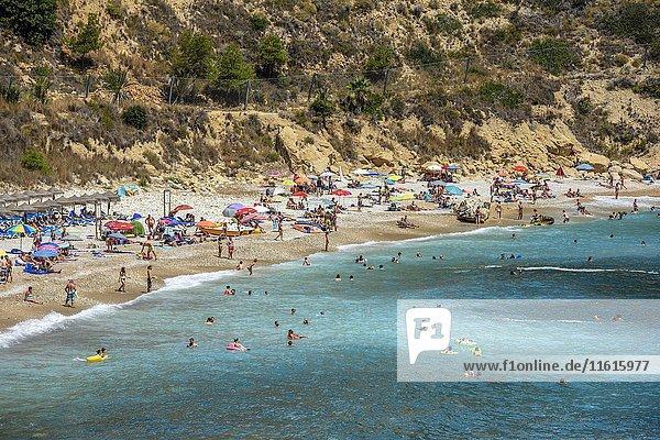 Badegäste  Cala Moraig  Moraig-Strand  bei Benitachell  Costa Blanca  Spanien  Europa