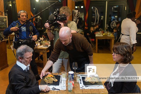 Jens Eberl discovers Holland  (German) WDR TV presenter.