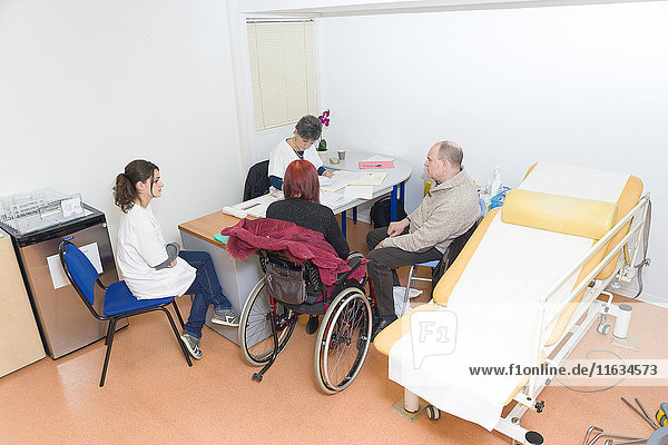 Reportage on the Handi-Consult 06 gynecology practice in the Rossetti Centre  Nice  France. Handi-Consult 06 provides consultations for disabled adults requiring a substantial amount of setting up and accompanying time. Gynecology consultation with a GP qualified in gynecology  and with the help of an auxiliary nurse. This patient who suffers from multiple sclerosis has come with her husband.