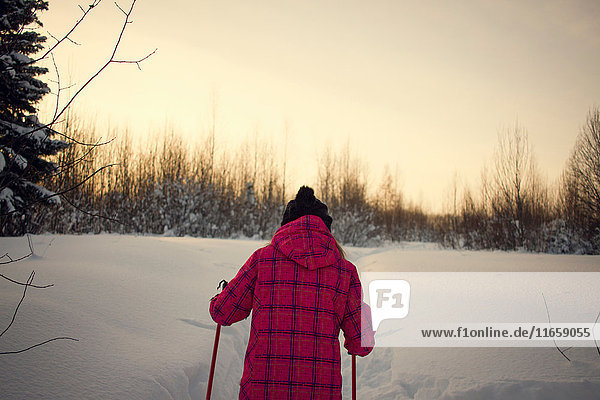 Teenagerin,  Skilanglauf,  Rückansicht,  Tschusovo,  Russland