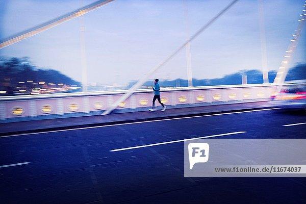 Man jogging in the evening. Albert Bridge  River Thames  London  UK  Europa.