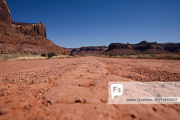 Schotterstraßen und Felsformationen  Indian Creek Recreation Area  Utah  USA