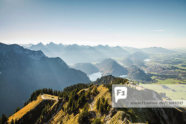 Berg mit Blick auf die ländliche Landschaft