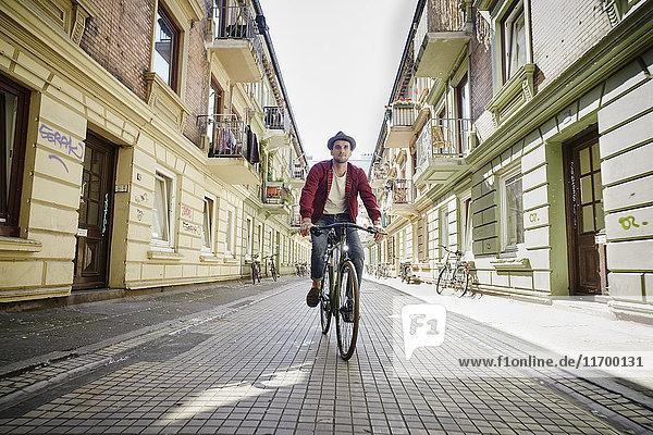 Germany  Hamburg  St. Pauli  Man riding bicycle in he city