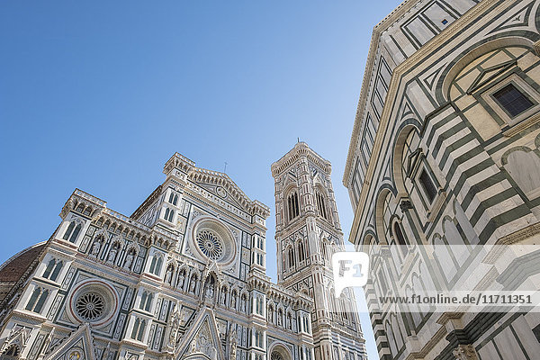 Italien  Florenz  Blick auf die Westfassade der Basilika Santa Maria del Fiore und Campanile di Giotto