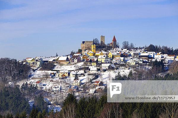 Deutschland  Bayern  Oberpfalz  Stadtbild Leuchtenberg im Winter