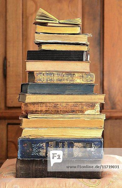 Alte Bücher  gestapelt