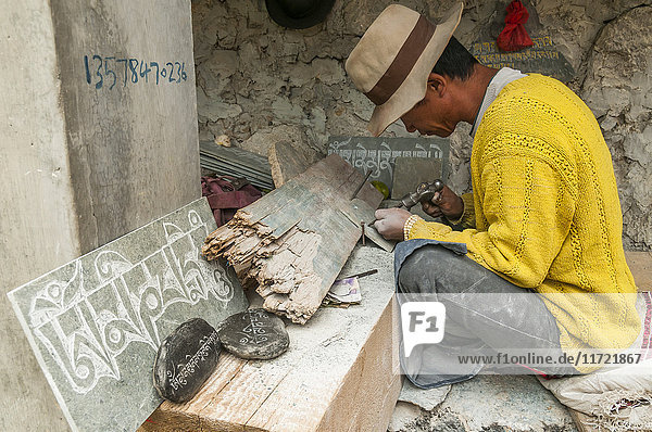 'Worker carving stones with the mantra ''om ma ni pa me hum''  Shangrila's Monastery  a beautiful and famous place with more than 20 buddhist temples; Shangrila  Yunnan province  China.'