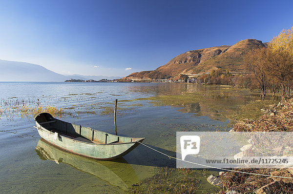 Boat on Erhai Lake  Shuanglang  Yunnan  China