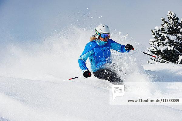 Skifahrer in der Abfahrt