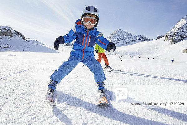 Jungen Skifahren  Stubai  Tirol  Österreich