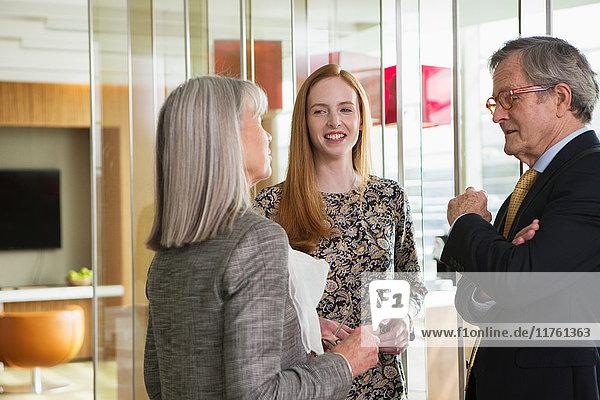 Geschäftskollegen treffen sich Geschäftskollegen treffen sich