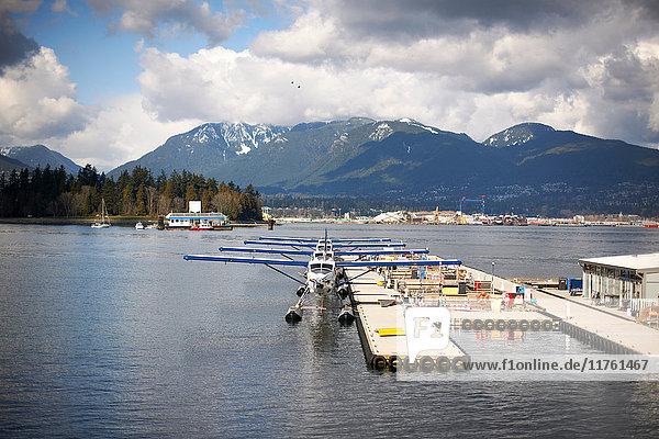 Wasserflugzeuge im Hafen von Vancouver  Kanada