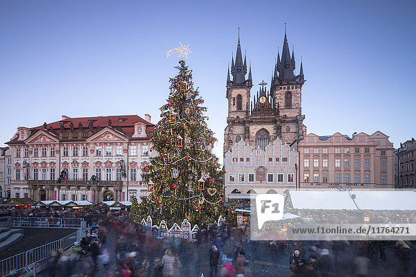 Tourists at the Christmas markets facing the Cathedral of St. Vitus  Old Town Square  UNESCO World Heritage Site  Prague  Czech Republic  Europe