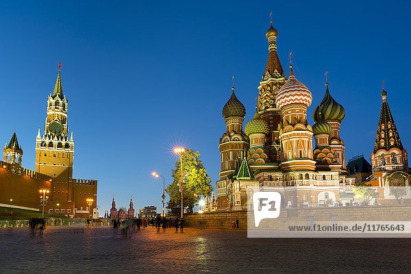 Red Square  St. Basil's Cathedral and the Savior's Tower of the Kremlin lit up at night  UNESCO World Heritage Site  Moscow  Russia  Europe