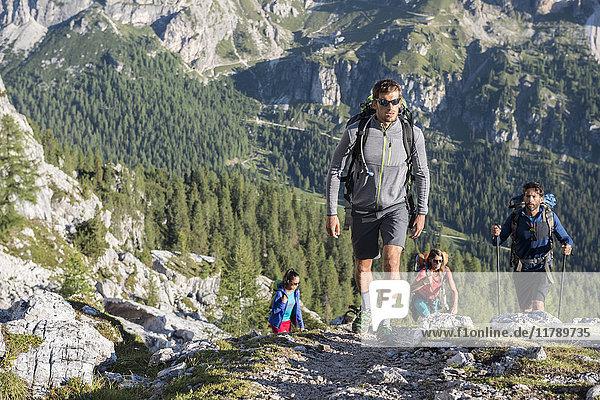 Italien  Freunde Trekking in den Dolomiten