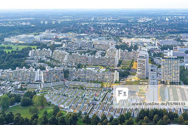 Deutschland  Bayern  München  Blick über das Olympische Dorf