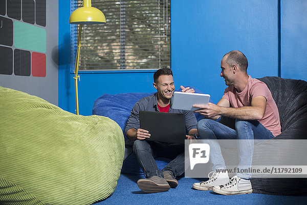 Kreatives informelles Treffen im Büro