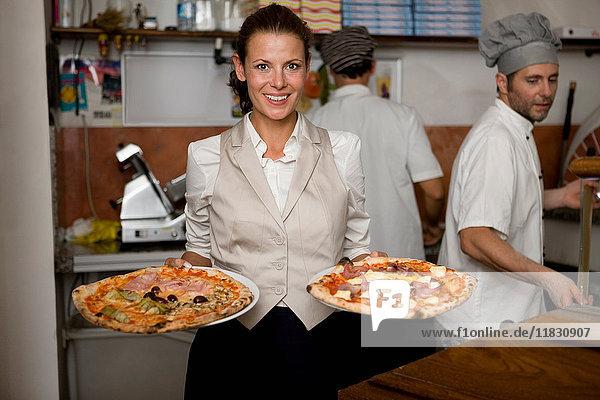 Menschen in einer Pizzeria