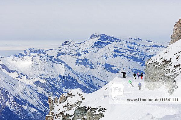 Piste skiers  Veysonnaz (Verbier)  4 Vallees  Valais  Swiss Alps  Switzerland  Europe
