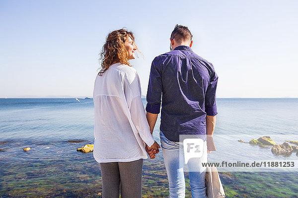 Ehepaar im Urlaub am Meer  Istanbul  Türkei  Asien