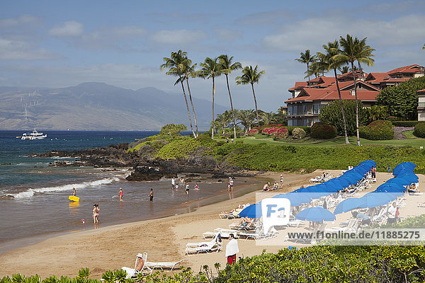 'Beach umbrellas on Polo Beach and a snorkel boat off the shore; Wailea  Maui  Hawaii  United States of America'