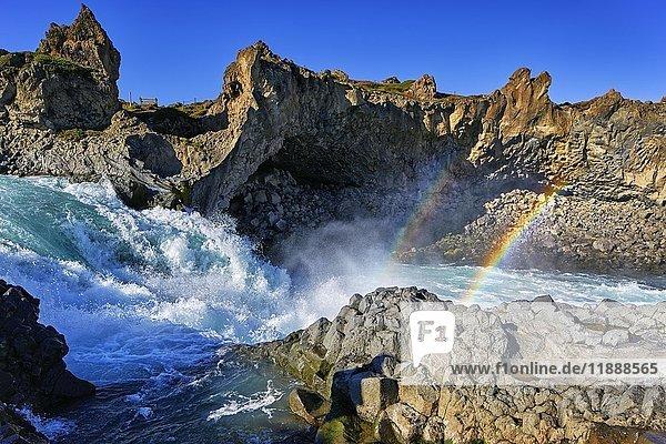 Regenbogen am Wasserfall Godafoss  Laugar  Fosshólli  Island  Europa