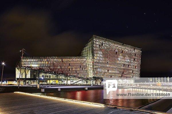 Konzerthaus Harpa bei Nacht  Reykjavík  Island  Europa