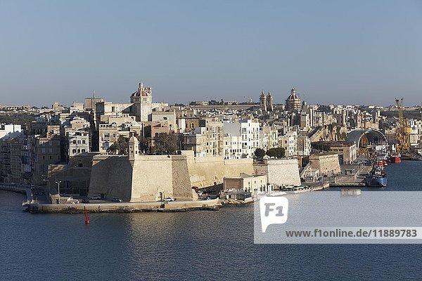 Stadtansicht von Senglea  Blick von Valletta  The Three Cities  Malta  Europa