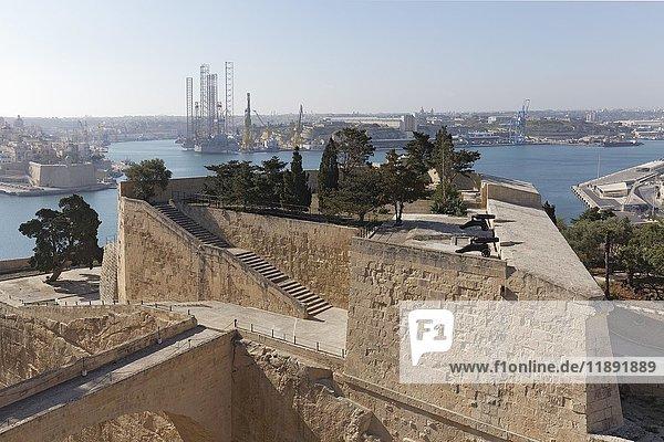 Ausblick auf St. Peter's Bastion und Grand Harbour  Valletta  Malta  Europa