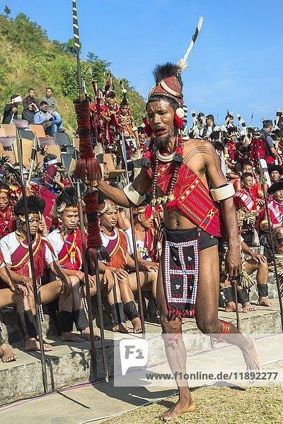 Stammesangehörige beim Hornbill Festival  Kohima  Nagaland  Indien  Asien