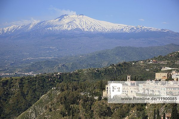 Ausblick auf Vulkan Ätna  Taormina  Sizilien  Italien  Europa