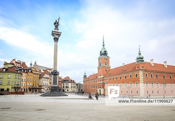 Castle Square  Royal Square with Sigismund column and Royal Castle  historic centre  Warsaw  Mazovia Province  Poland  Europe