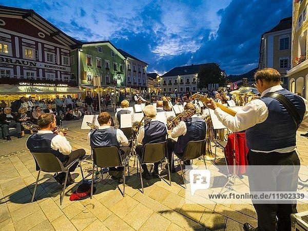 Sommerkonzert  Mondsee  Salzkammergut  Oberösterreich  Österreich  Europa