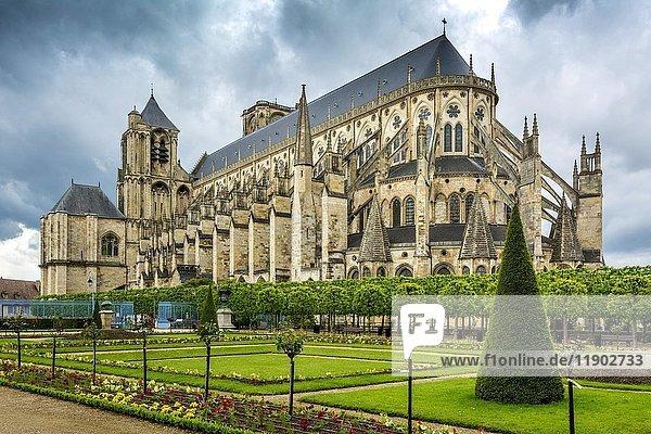 Kathedrale Saint Etienne  Unesco Weltkulturerbe  Bourges  Departement Cher  Region Centre-Val de Loire  Frankreich  Europa