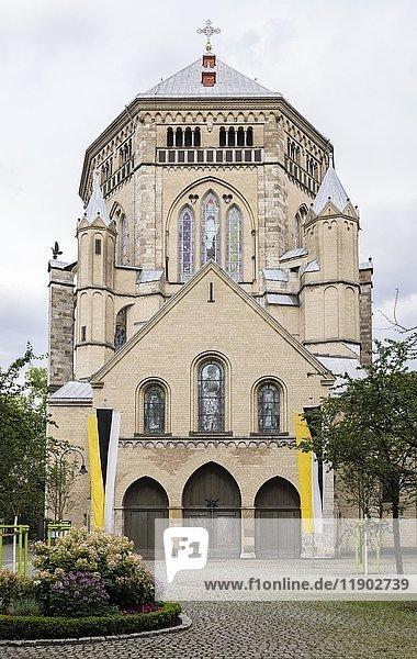 Basilika Sankt Gereon  Westwerk und Dekagon  Gotik  Köln  Nordrhein- Westfalen  Deutschland  Europa