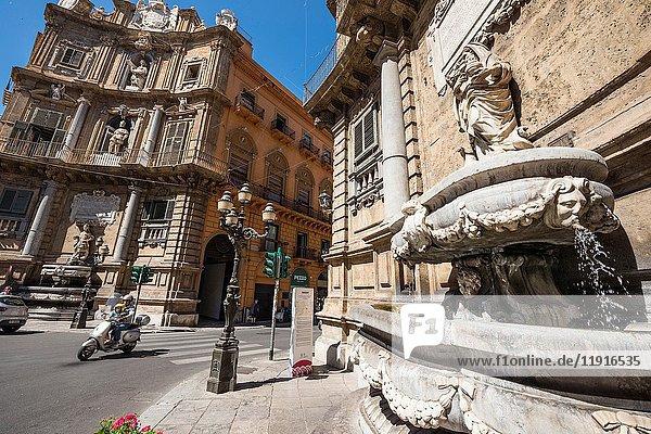 Fountain and 17th cen. Baroque facade of the Quattro Cante crossroads on Corso Vittorio Emanuele and Via Maqueda  central Palermo  Sicily  Italy.