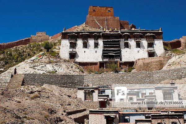 Houses of the Tibetan monks of the monastery of Pelkhor Chode  Gyantse  Tibet  China  Asia.